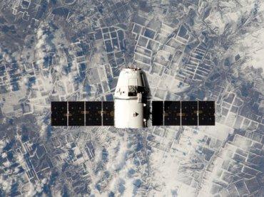 Космический грузовик Dragon приводнилася в Тихом океане