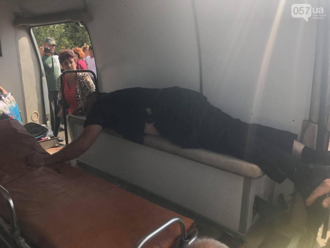 Отряд неизвестных стреляет по людям под Харьковом: подробности
