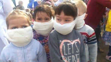 В Херсонской области закрывают школы и садики и эвакуируют детей