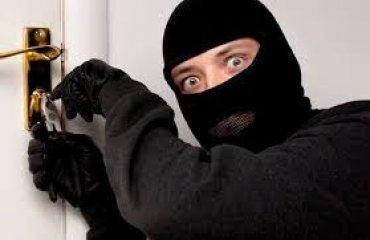 В Хмельницкой области полиция нашла и не задержала домушника, вынесшего 3,6 миллиона гривен
