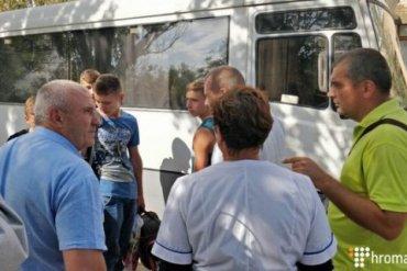 Из сел в Херсонской области вывозят детей из-за выбросов в Крыму