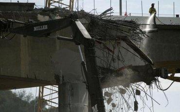 Керченский мост закрыли после столкновения с плавучим краном