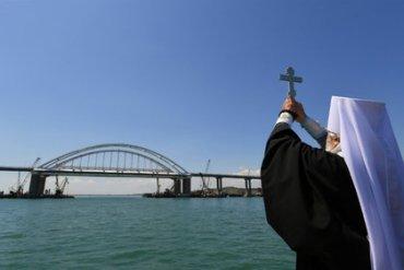 Появились кадры столкновения крана с Крымским мостом