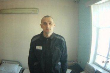 Тюремщики пытаются заставить Сенцова прекратить голодовку