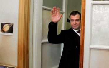 В любых непонятных ситуациях Медведев исчезает