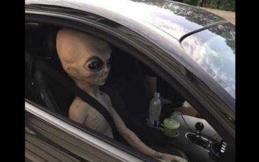 Инопланетянин с Нибиру живет в Огайо и не стесняется показываться на людях