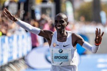 Кениец Кипчоге обновил мировой рекорд в марафоне