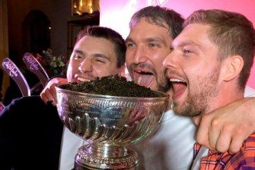 Хоккеисты клуба «Вашингтон» повредили Кубок Стэнли