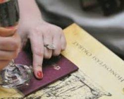 В Закарпатье раздают венгерские паспорта