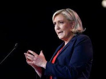 Суд отправил Марин Ле Пен к психиатру