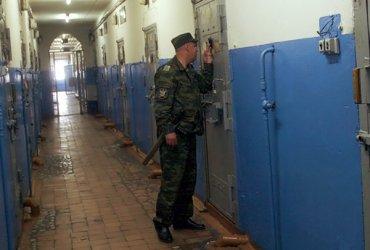 В Мелитополе произошел арестантский бунт: два десятка задержанных вскрыли себе вены