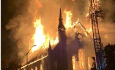 Одну из самых старых церквей в США уничтожил пожар