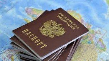 Климкин призвал украинцев сдавать российские паспорта