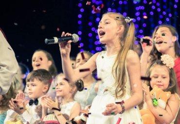 Детский хор в России пел блатные песни на корпоративе налоговиков