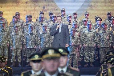 Кличко: Нове українське військо є прикладом мужності і символом непереможності духу