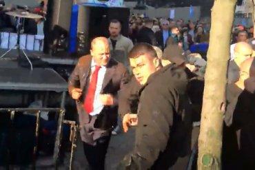 Нардепа Каплина облили фекалиями у здания Кабинета министров