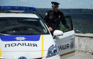 Черновицкие полицейские за взятку сопровождали контрабандиста к границе