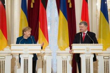 Меркель в Киеве выступила за продление антироссийских санкций