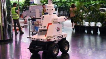 В Сингапуре приступил к работе Робокоп