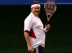 Янукович сломал позвоночник во время игры в теннис