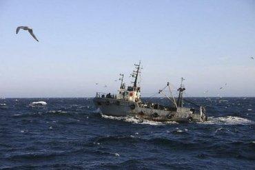 Российские пограничники задержали в Азовском море катер с украинскими рыбаками