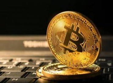 Ведущие криптовалюты мира продолжают пробивать дно. На рынке назревает паника