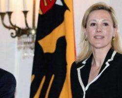 Бывшую первую леди Германии лишили прав за вождение в нетрезвом виде