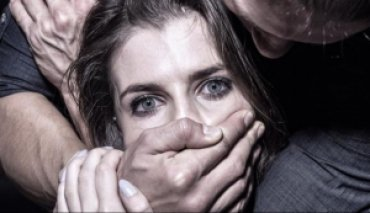 «Сообразили» на троих: жертву группового изнасилования избили, а затем заставили молить о пощаде