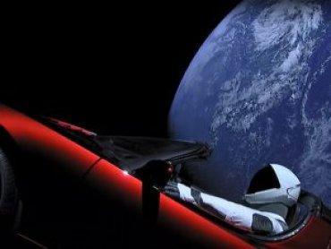 Красный родстер Tesla и Starman вышли за пределы Марса
