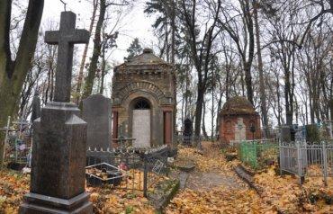 Жительница Мукачево разорила чужую могилу и оставила матерную записку на ней