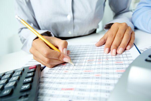 Самостоятельное ведение бухгалтерии: «за» и «против»