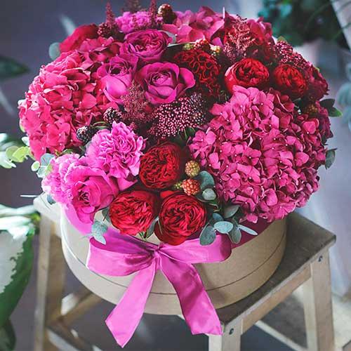 Изысканные цветочные букеты в шляпных коробках