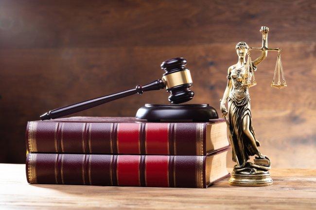 Услуги адвокатов и юристов